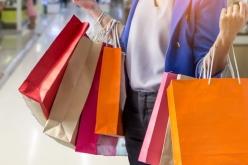 Aperture festive nei negozi: il Governo valuta una possibile revisione della Legge